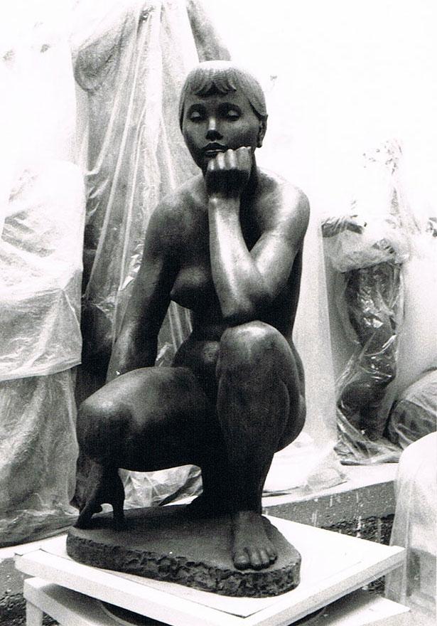 Sitzende Angela • Bronze • 105 cm • 1974