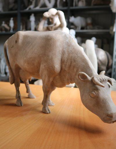 Weidende Kuh • H: 23cm L: 40cm • 1955