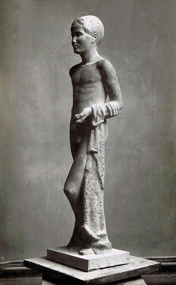 Stehender Junge • Kalkstein • 140 cm • 1933