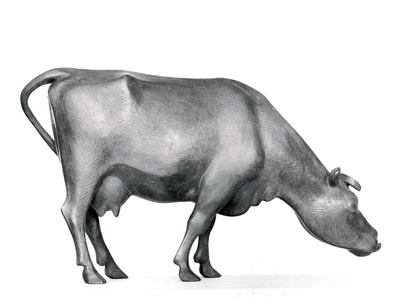 Weidende Kuh • Bronze • H 23cm • L 40cm • 1955