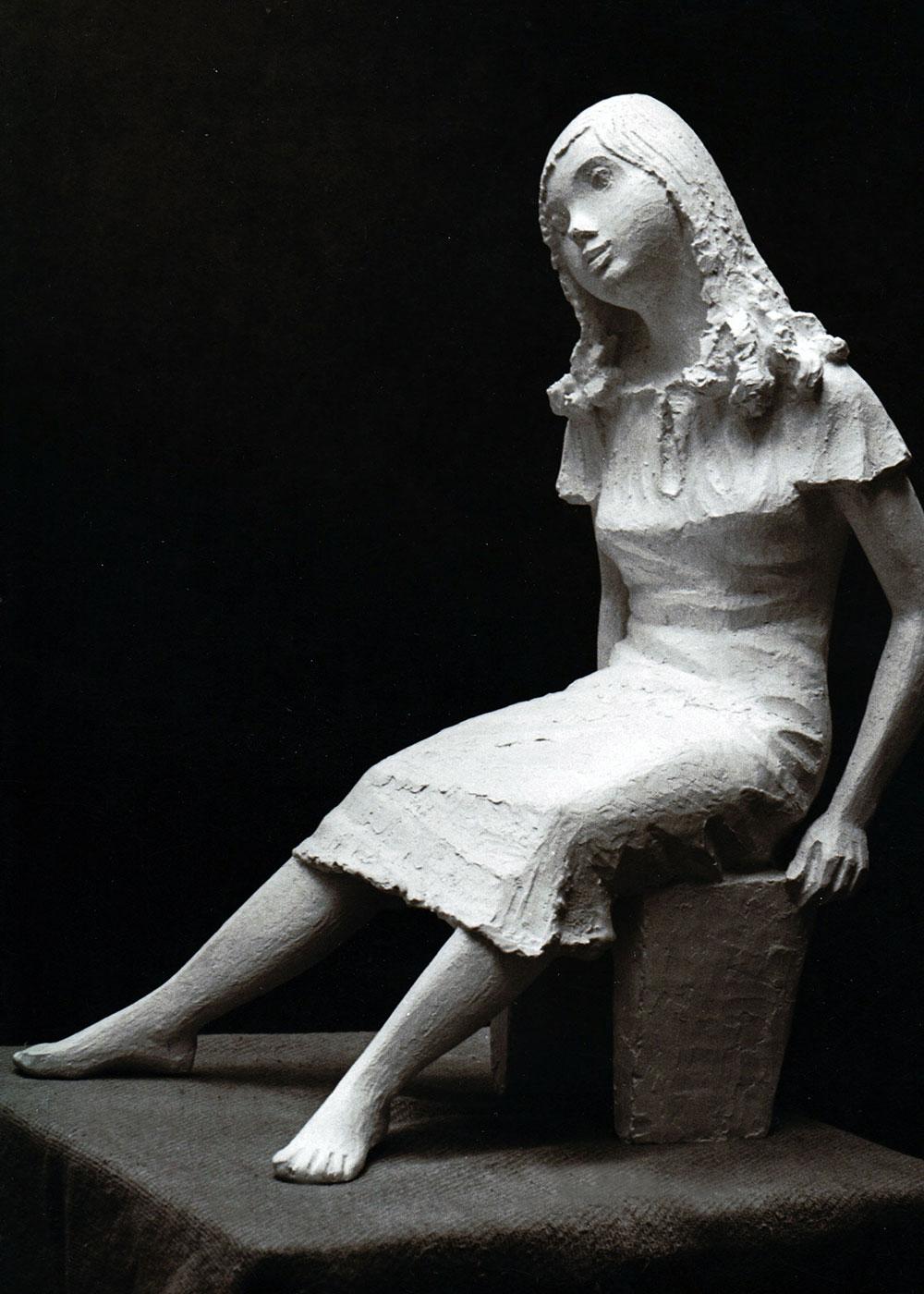 Sitzendes Mädchen auf Hocker • 33cm • Gips  • 1964