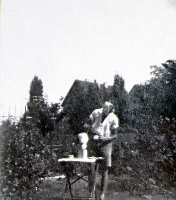 Halle /Saale • Sommer 1932 • In einem Privatgarten • Agricola war dort für etwa ein Jahr als Schüler des Bildhauers Gerhard Marcks