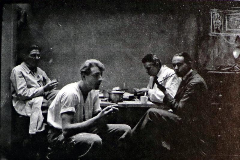 Mittag im Atelier Städelschule mit Meister Hartwig, Vanoli und Schulfreund Lupus ( der spätere Anwalt Lothar Wolf aus Kassel )